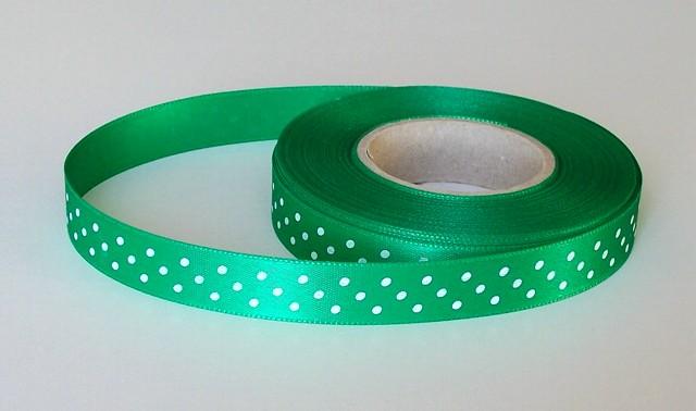Stuha atlasová 15 mm s puntíkem zelená 310 - 5 m
