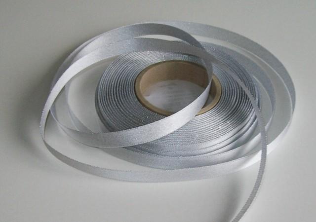 Atlasová stuha stříbrná 10 mm - 5 m