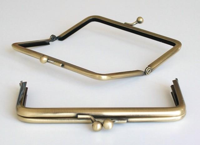 Kovový rámeček na kabelky zlatá metalíza 5 x 13 cm